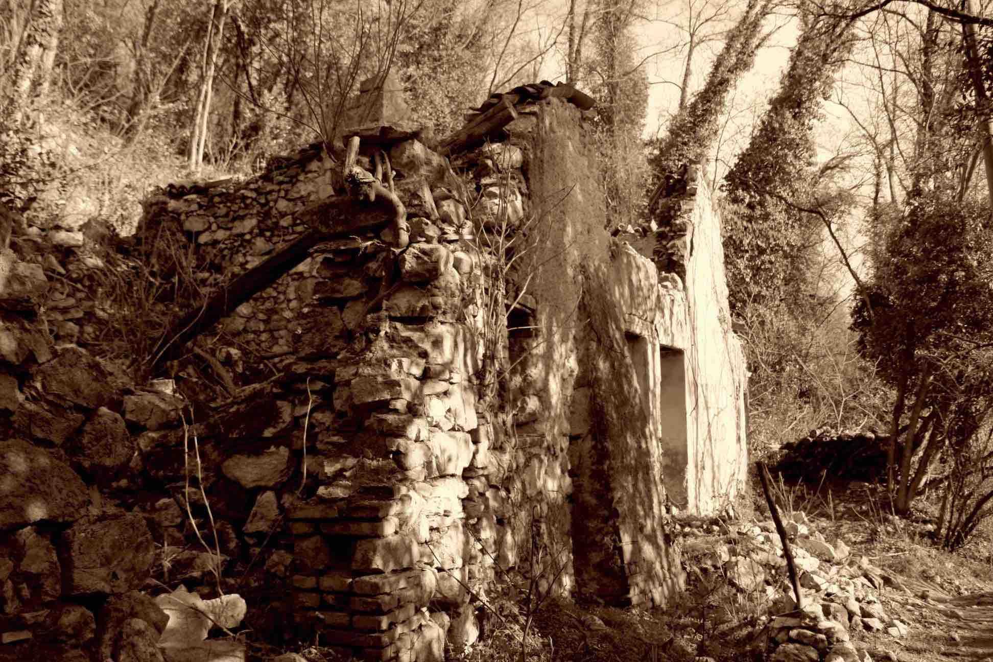 Rudere casa Brogion prima del restauro
