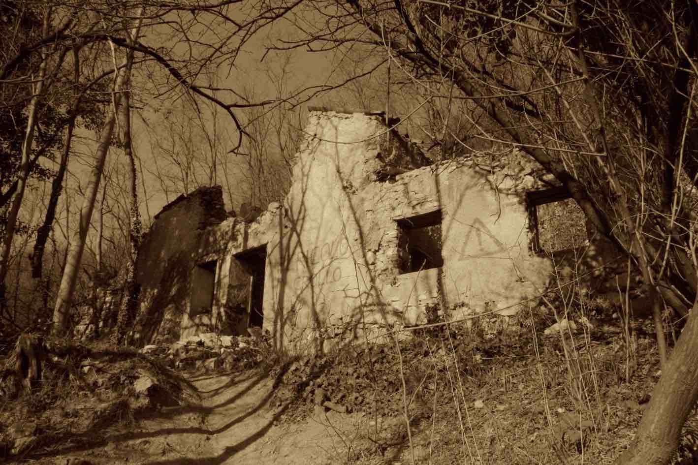 Rudere casa Brogion prima del restauro 2