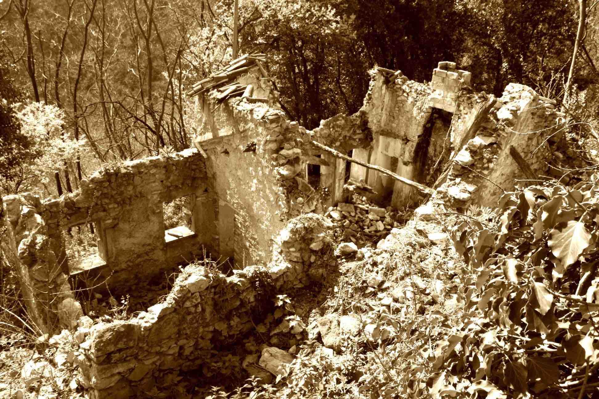 Rudere casa Brogion prima del restauro 3