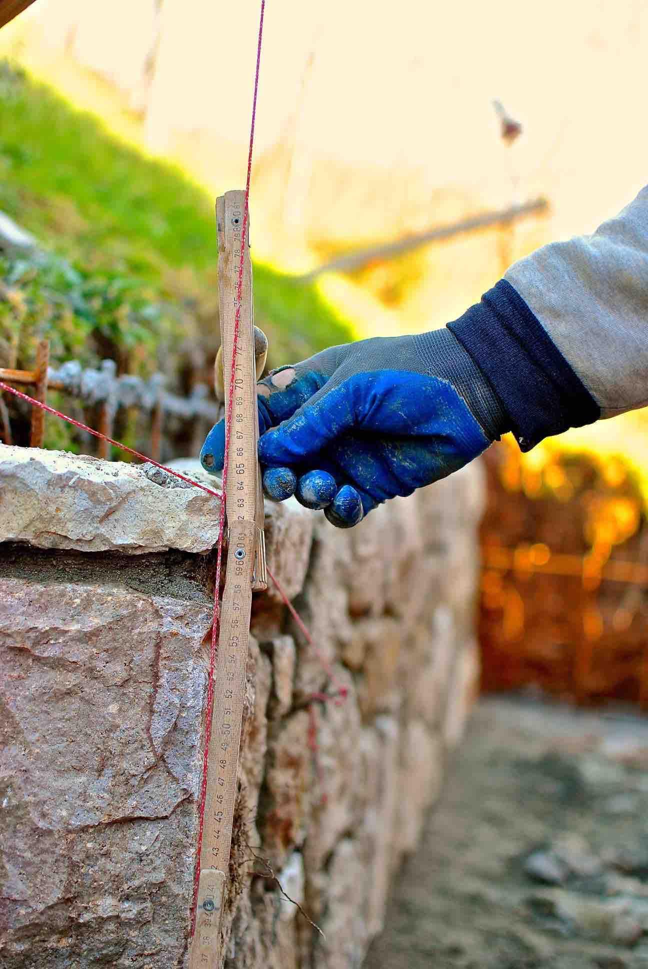 Muro in trachite 2