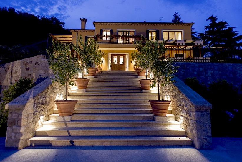 Villa delle Rose scalinata d'ingresso