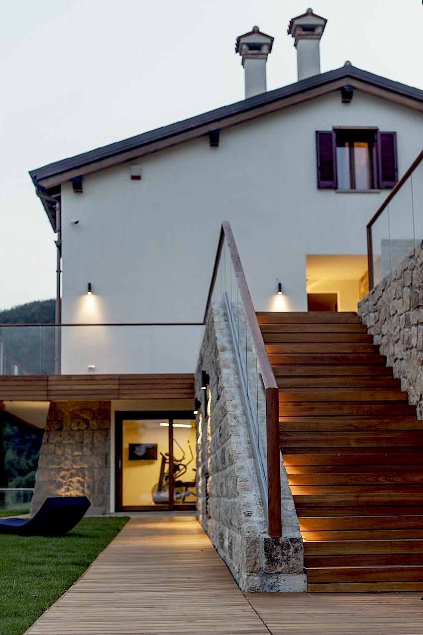 Villa delle Ninfee Facciata sud e palestra